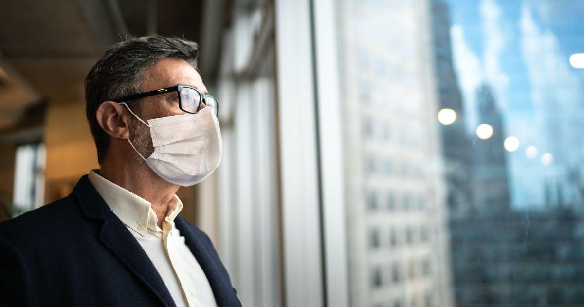 Condomínio pode multar por não usar máscara? Entenda!